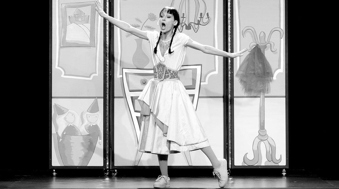 Adaptación a teatro del libro infantil ¿Hay algo más aburrido que ser una princesa rosa? de Raquel Díaz Reguera